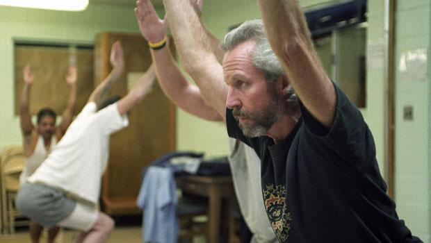 James Fox atuando em prisão americana (Foto: Divulgação)