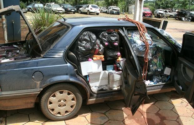 PRF apreende R$ 15 mil em produtos contrabandeados do Paraguai (Foto: Divulgação/Polícia Rodoviária Federal)