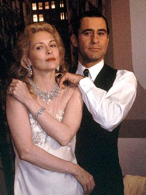 James Farentino e Faye Dunaway, em 1980, durante as filmagens de 'Evita Peron' (Foto: AP)