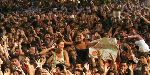 Público lota espaço do Palco Principal para assistir show da dupla. (Foto: Edgar de Souza/Divulgação)