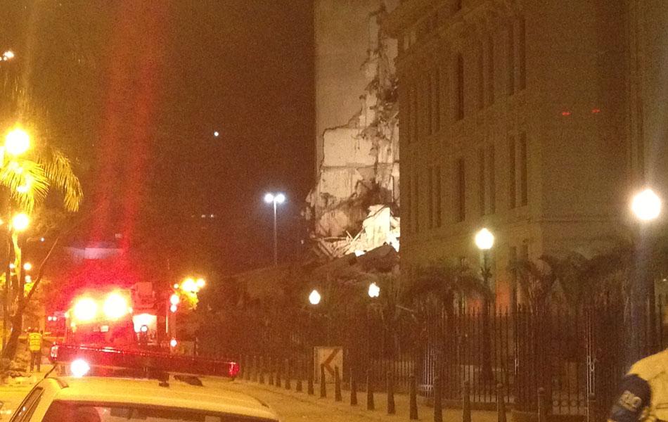 Prédio desabou no Centro do Rio de Janeiro na noite desta quarta-feira (25)