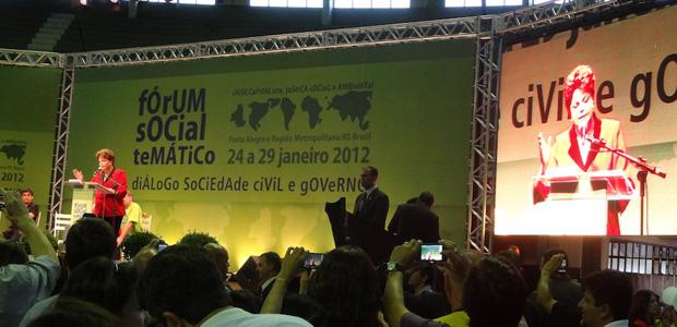 Dilma discursa no Fórum Social Temático, no ginásio Gigantinho, em Porto Alegre (Foto: Tatiana Lopes / G1 RS)