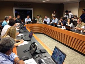Paes reúne secretariado para tratar de medidas após desabamento no Centro do Rio (Foto: Henrique Porto/G1)