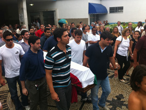 Enterro de advogado que morreu no desabamento (Foto: Bernardo Tabak/G1)
