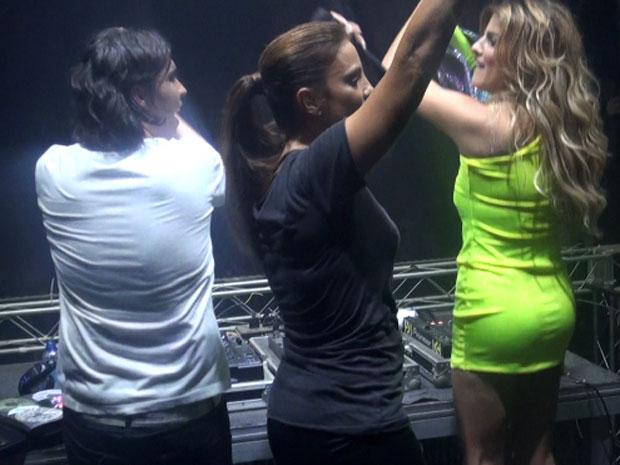 Ivete Sangalo grava clipe com cunhada DJ Miss Cady, na Tenda Eletrônica (Foto: Gabriel Gonçalves/G1)