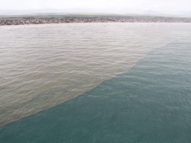 Imagens aéreas mostram área atingida por vazamento de óleo em Tramandaí (RS) (Foto: Divulgação/Brigada Militar)