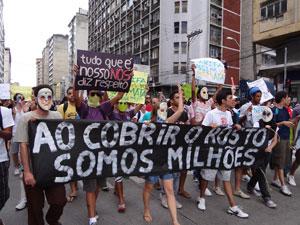Protesto reuniu cerca de 400 pessoas no Centro do Recife. (Foto: Luna Markman/G1 PE)