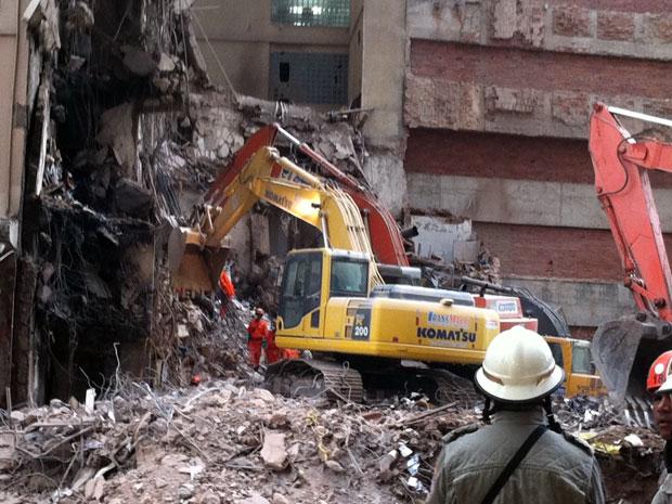Corpo de décima vítima é localizado nos escombros no Centro do Rio de Janeiro (Foto: Lilian Quaino/G1)