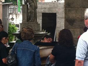 Enterro Margarida (Foto: Alba Valéria Mendonça/G1)