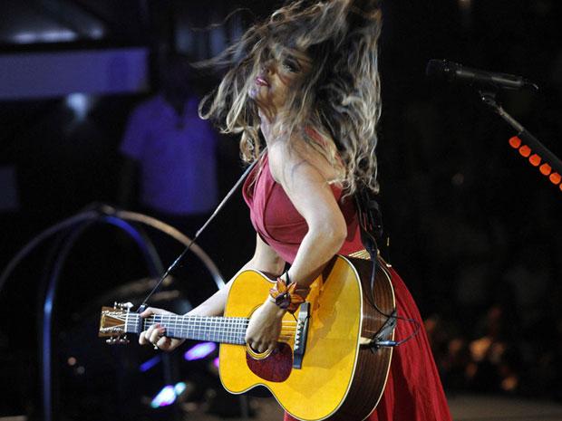 Paula Fernandes faz sua estreia no palco principal do Festival de Verão e dança com estilo roqueira (Foto: Divulgação/Edgar de Souza/Ag. Edgar de Souza)