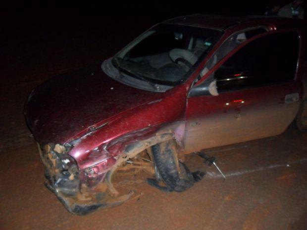 A lateral do carro ficou bastante danificada após o acidente (Foto: Luis Carlos Magesto )