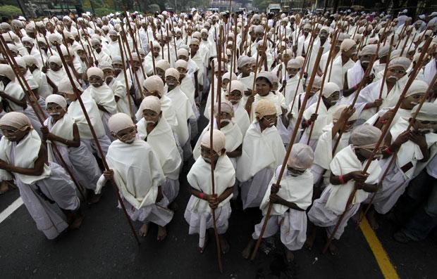 Recorde reuniu 485 crianças carentes de idade entre 10 e 16 anos (Foto: Bikas Das/AP)