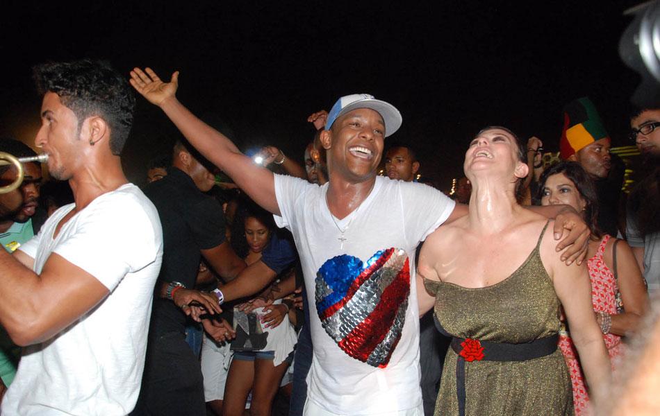 Márcio Victor, do Psirico, encerrou o Festival de Verão com o tradicional arrastão pelo Parque de Exposições