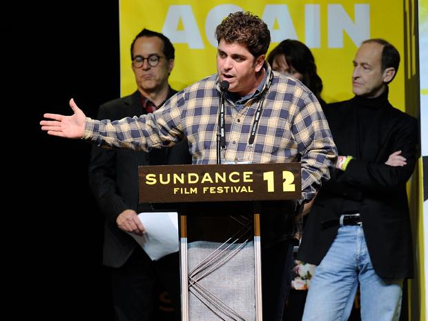 Diretor Eugene Jarecki discursa após vencer prêmio no festival Sundance (Foto: Jemal Countess/AFP)