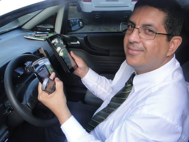 Taxista tem como ponto forte diálogo em redes sociais (Foto: Tatiana Maria Dourado/G1)