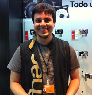 William Weffort, que vende câmaras na Fnac, em São Paulo (Foto: Amanda Demetrio/G1)