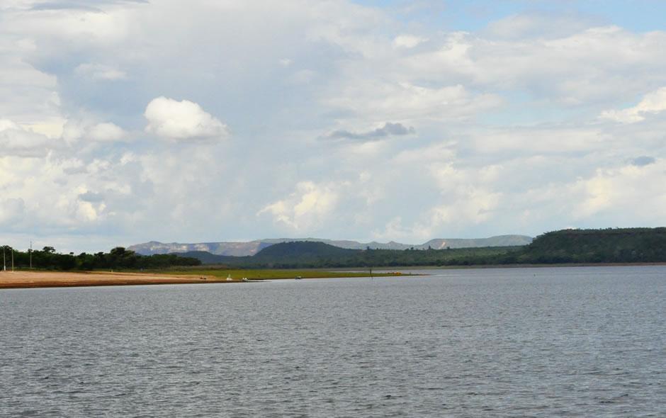 Lago foi criado pelo represamento das águas do Rio Manso, um dos afluentes do Rio Cuiabá.
