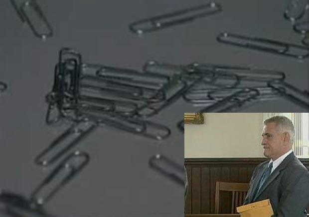 Michael Clair foi condenado por usar clipes de papel no tratamento de canais de dentes. (Foto: Reprodução)