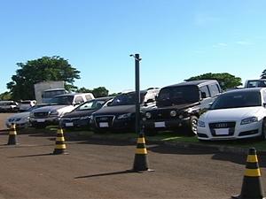 26 carros de luxo foram apreendidos na Operação Brasiguai nesta terça  (Foto: Reprodução RPCTV)