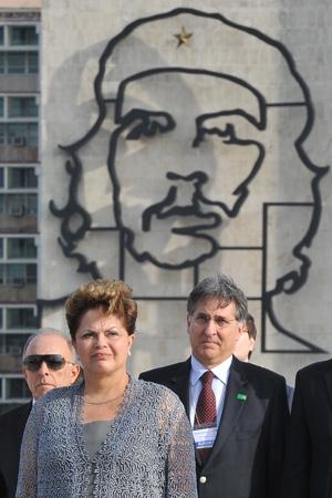 A presidente Dilma Rousseff, durante solenidade no monumento a Jose Martí, na Praça da Revolução, em Havana, nesta terça-feira (31). (Foto: Adalberto Roque/AFP)