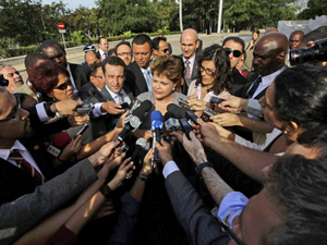 A presidente Dilma Rousseff durante entrevista em Havana  (Foto: Reuters)