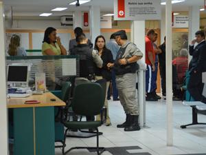 Assalto aconteceu na agência do Espaço Cultural (Foto: Walter Paparazzo/G1)