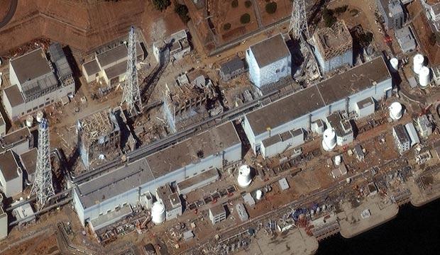 A imagem feita no dia 16 de março de 2011 mostra os estragos na usina nuclear Dai-Ichi, em Fukushima, no Japão (Foto: DigitalGlobe)
