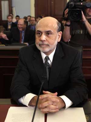 O presidente do Fed, Ben Bernanke, se prepara para seu pronunciamento aos congressistas (Foto: Reuters)