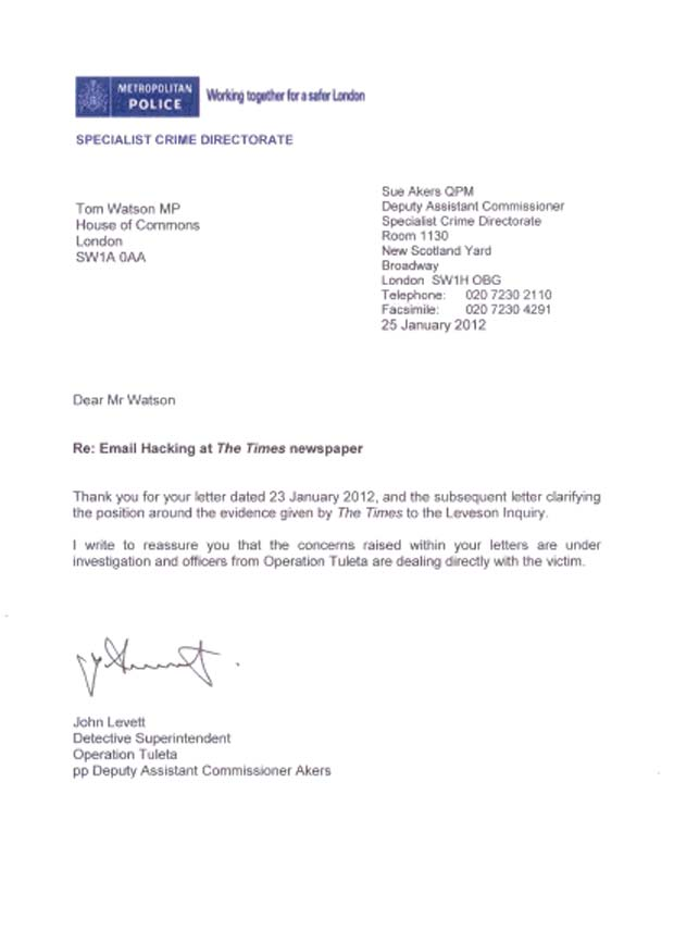 Reprodução da carta da polícia britânica dirigida ao parlamentar Tom Watson (Foto: Reprodução)