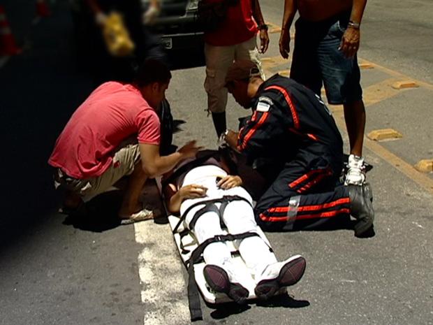 Motocicletas colidem no Centro de Vitória (Foto: Reprodução/TV Gazeta)