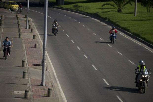 Ruas de Bogotá deixaram de receber mais de 1,5 milhão de veículos privados devido ao dia sem carro. (Foto: Eitan Abramovich/AFP)