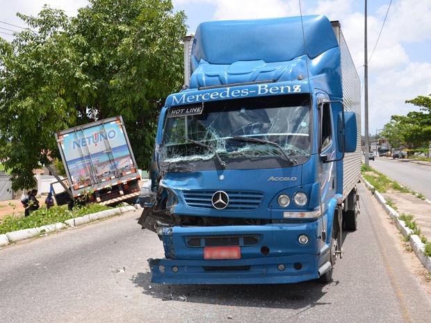 Acidente com dois caminhões em João Pessoa (Foto: Walter Paparazzo/G1)