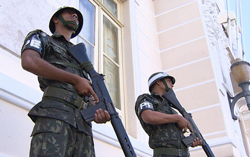 De acordo com informações do secretário de Segurança Pública, Maurício Barbosa, outros 500 policiais da Força Nacional de Segurança devem chegar à capital ao prazo de 48 horas.