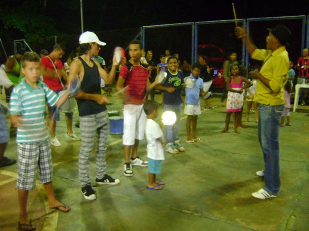 Crianças se envolvem no clima carnavalesco (Foto: Guilherme Martins)