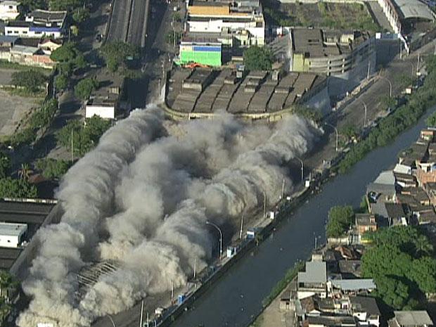 Implosão do Terminal Rodoviário da Pavuna, no Rio (Foto: Reprodução Globonews)
