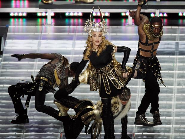 Madonna foi a atração do intervalo do Super Bowl, neste domingo (Foto: AP/Charlie Riedel)