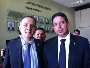 O ministro das Cidades, Aguinaldo Ribeiro, e o novo líder do PP na Câmara, Arthur Lira (Foto: Natalia Godoy / G1)