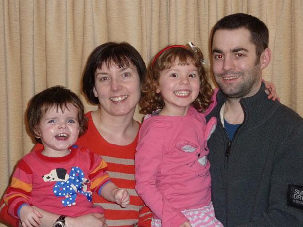 Jessica, à esquerda, é a caçula da família Hawley (Foto: Arquivo pessoal/BBC)