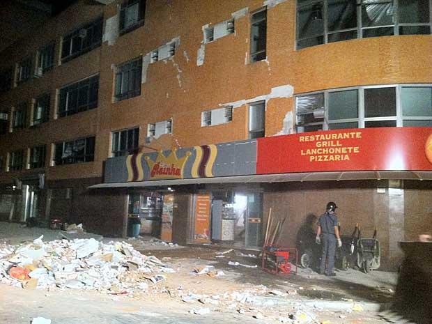 Lajes de prédio em São Bernardo desabaram. (Foto: Carlos Oliveira / G1)
