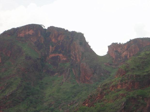 Forma de uma cangalha, sela para cavalos, na rocha da serra.  (Foto: Divulgação/Iphan)