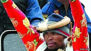 O homem que diz ser ser Khulekani 'Mgqumeni' Khumalo (Foto: Cortesia 'Daily Sun')
