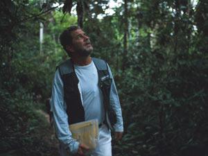 Desde 1995, Paulo Adario realiza expedições de pesquisa e documentação na Amazônia (Foto: Divulgação / Greenpeace)