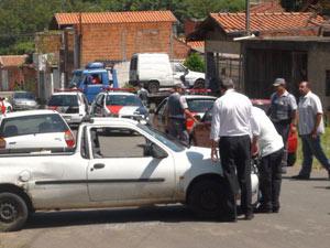 Lavador de carros é atingido por tiros durante fuga (Foto: Eduardo Guidini/G1)