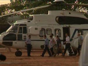 Dilma ficou cerca 10 minutos na aeronave antes de ser transferiada para o helicóptero de apoio. (Foto: Reprodução/Radiobras)