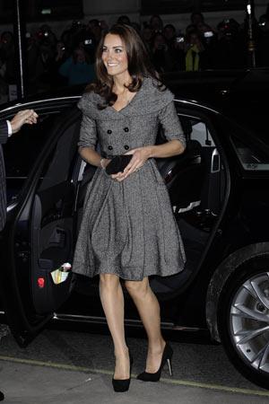 A duquesa de Cambridge, Kate Middleton, chega à abertura da exposição de Lucian Freud, na National Gallery, em Londres (Foto: Matt Dunham / AP)