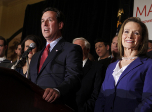 Candidato republicano Rick Santorum e sua mulher, Karen, em convenção do partido na cidade de St. Charles, Missouri, na terça-feira (7) (Foto: Reuters)