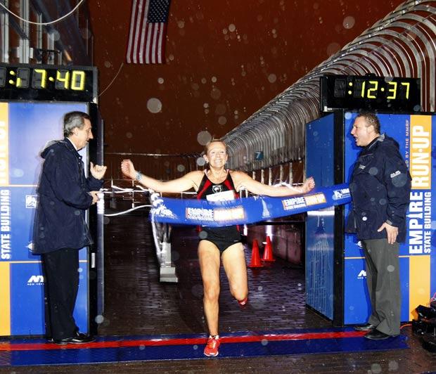 Melissa Moon completou a corrida em 12 minutos e 39 segundos. (Foto: Jason DeCrow/AP)