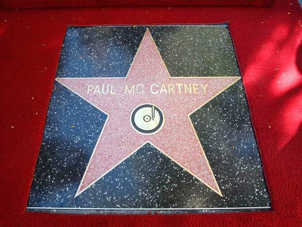 Detalhe da estrela com o nome de Paul McCartney. Cantor transmite apresentação para promover novo álbum à 1h (horário de Brasília), no site da loja virtual iTunes (Foto: Reuters)