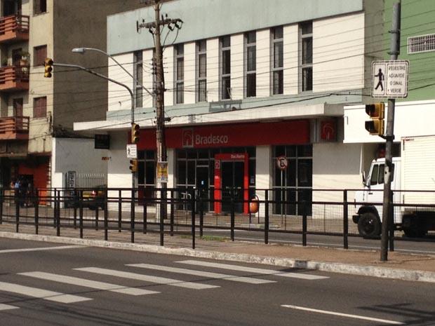 Assalto a um banco Bradesco em Porto Alegre (Foto: Fabio Almeida / RBSTV)