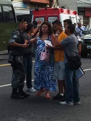 Mulher grávida de oito meses estava entre as reféns de assalto a banco em Porto Alegre (Foto: Vinícius Rebello/G1)